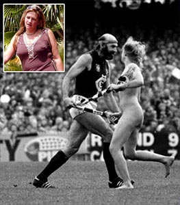 Helen D'Amico streaking at the 1982 AFL grand final